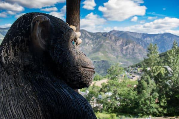 Escultura de mono