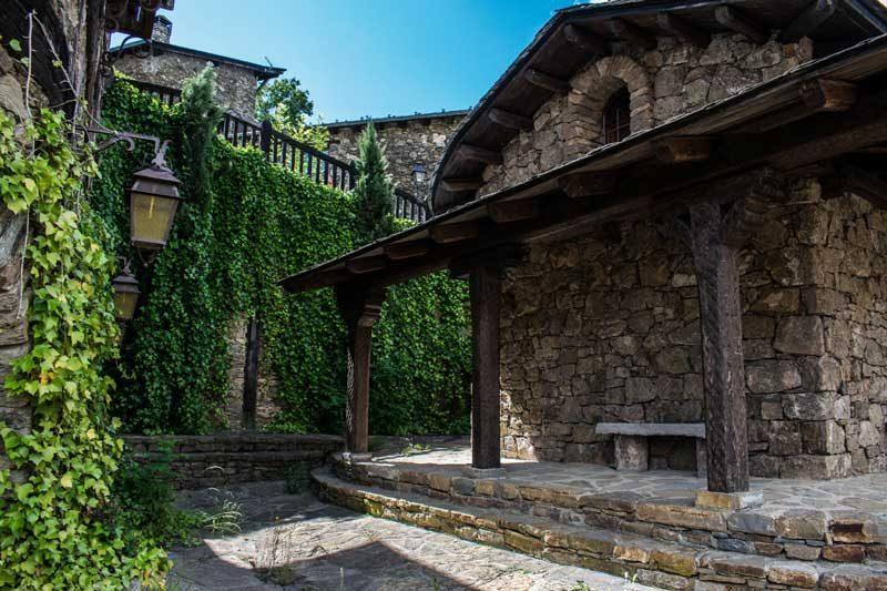 Iglesia romanica sant ivo en auvinya