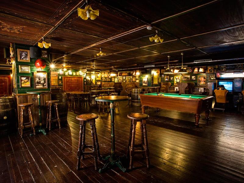 Vista del bar pub del hotel