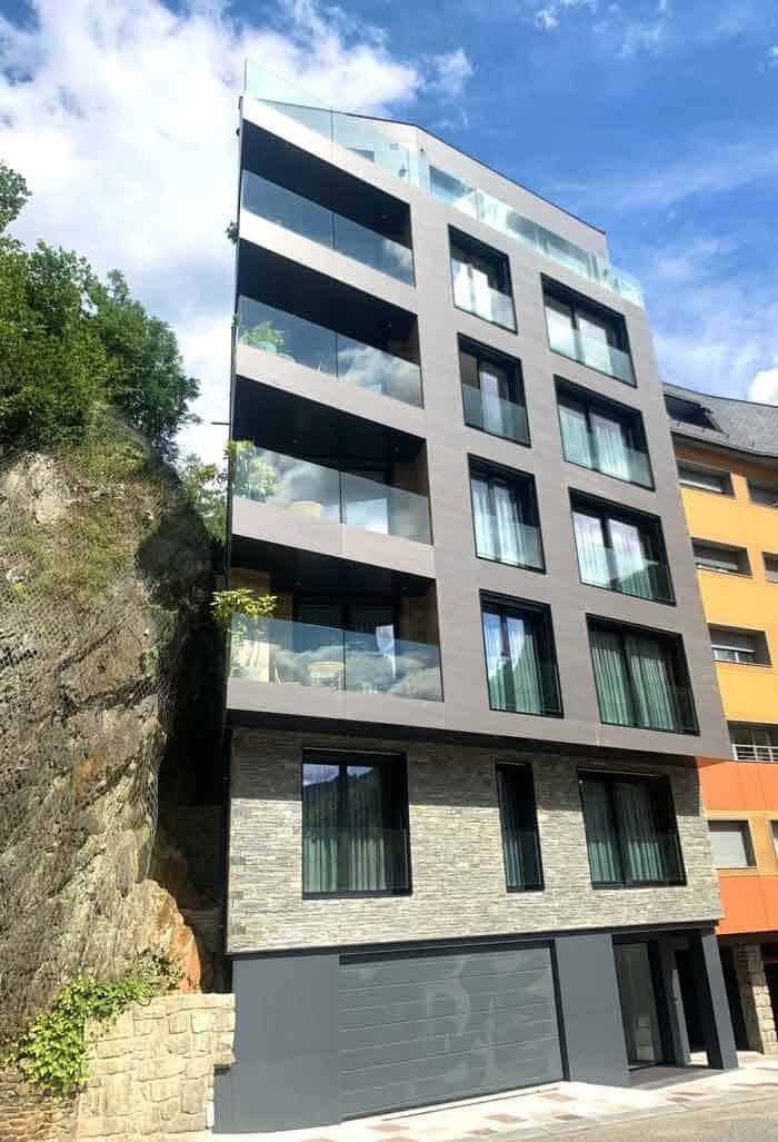 Fachada de los nuevos apartamentos del hotel